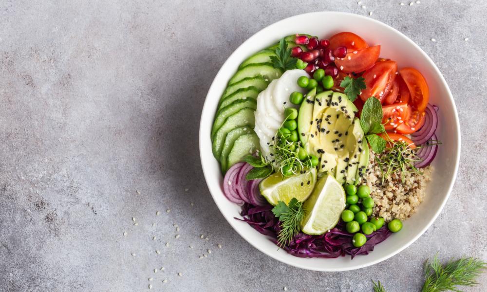 5 receitas de saladas nutritivas e saborosas para os dias quentes